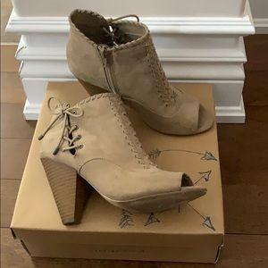 Open Toe High Cut Shoe